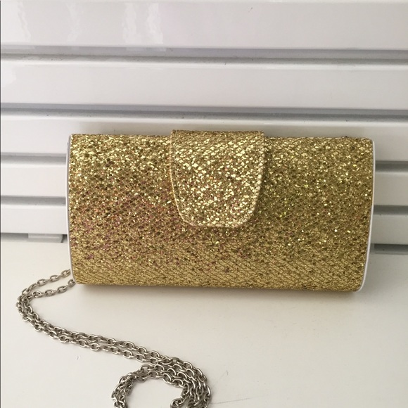 Handbags - 3/10.00 😃 Special occasion gold purse with chain